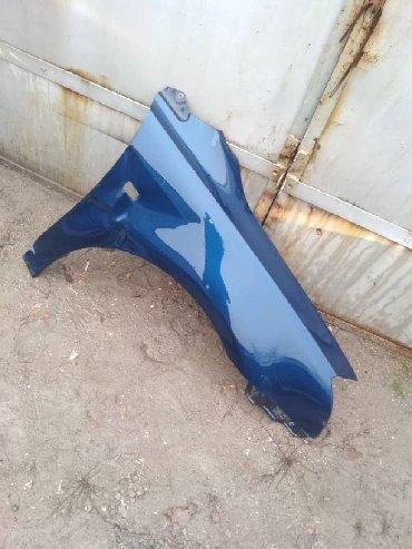 Продаю передние крыло на Tayota avensis немного с дефектом в Бишкек