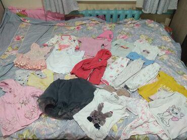 Продаю детские вещи на девочку от 6 мес до года куртка,платья,юбка,фут