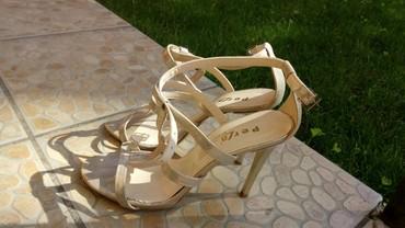 Zlatne baletamke - Srbija: Zlatne sandalemalo zagrebane na peti(vidi se na slici)cena
