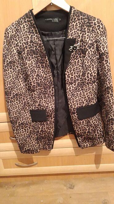 Пиджак очень качественный, 42-44, нарядный, сидит идеально. Состояние