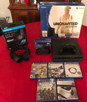 Original ps4 pro 500gb with 2controllers and 5games σε Athens