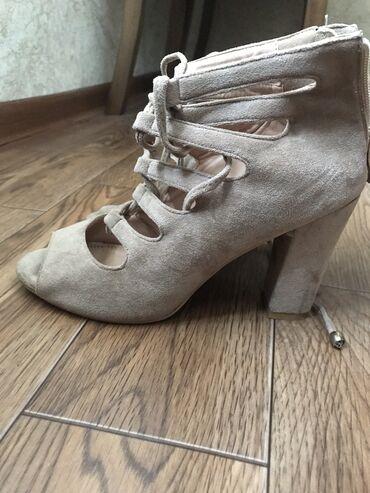 Личные вещи - Садовое (ГЭС-3): Срочно Обувь красивая для модницы идеальный цвет который п подходит к