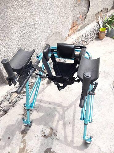 Ходунки, костыли, трости, роллаторы - Кыргызстан: Ходунок для инвалидов или для тех кто плохо ходит.Состояние хорошее