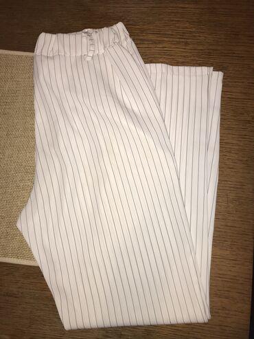 Bele prugaste pantalone Nosene 2 puta, nemaju ostecenja S-M