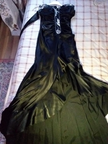 вечернее платье короткие в Кыргызстан: Очень красивое платье .Спереди короткое,со спины длинное. Торг уместен