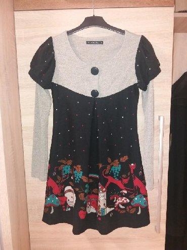 Preslatka i zanimljiva zimska tunika/haljinica. Kao nova je,jednom