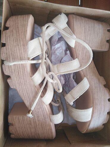 Dzemper na kopcanje - Backa Topola: Sandale  Jednom nosene, bukv kao nove