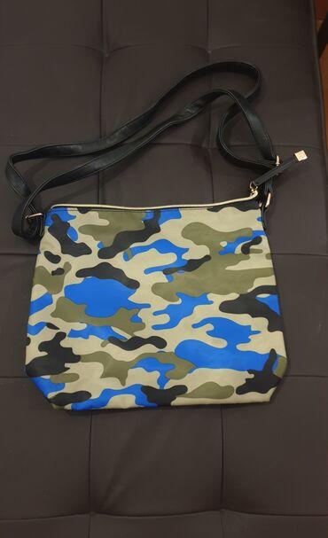 Nekoriscena preslatka Carpisa torbica