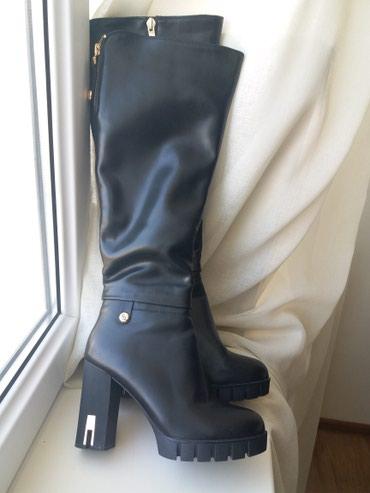 Новые кожаные сапоги зимние, высота каблука 9,5 см 37 размер в Бишкек
