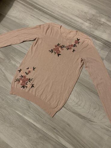 Dzemperic- bluzica veoma prijatna i kvalitetna.Velicina M