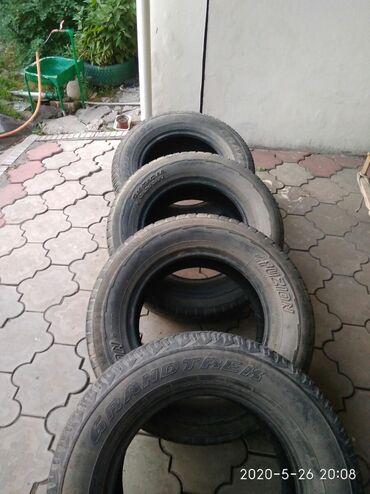 шины 265 65 r17 в Кыргызстан: Продаю резину 265/65 R17 Разнопарка Dunlop 2шт. Fuzion 2шт.Цена