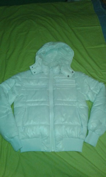 Zenska bela jakna br. S, duzina jakne je 62,5 cm i duzina rukava je - Smederevo