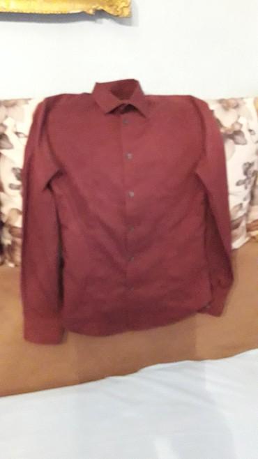 Prelepa bordo košuljica za dečake koji prate modu.Za vitkog dečaka - Pozarevac