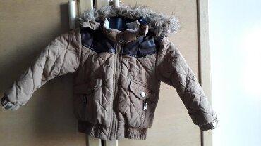 Dečija odeća i obuća - Zajecar: Zara jaknica. Kapuljaca moze da se skine. Vel.98, 2/3 god