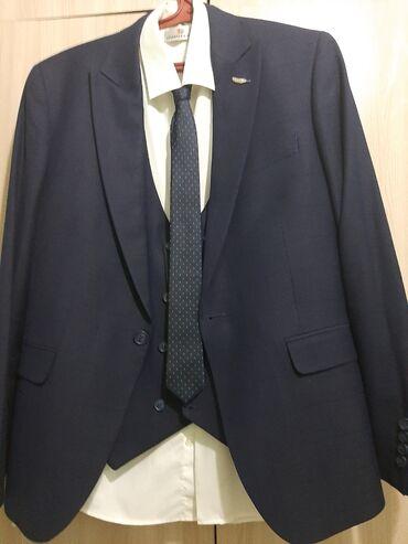 Продаётся классический костюм с жакетом и штанами одевали один раз на