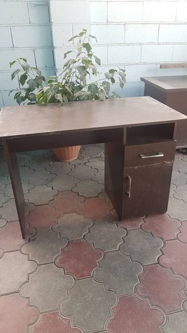 Продаем 3 стола. Два маленьких, как на в Бишкек