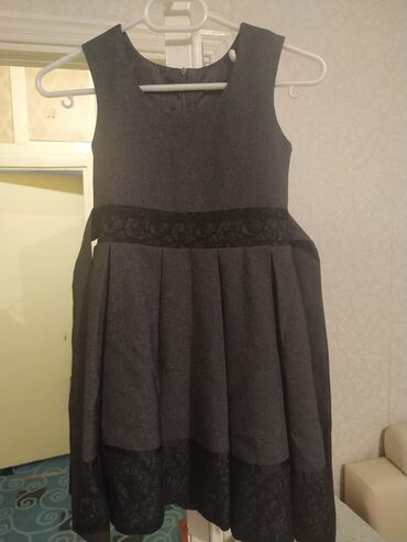 айфон 6 плюс цена in Кыргызстан | APPLE IPHONE: Продаю школьное платье на возраст от 6-8