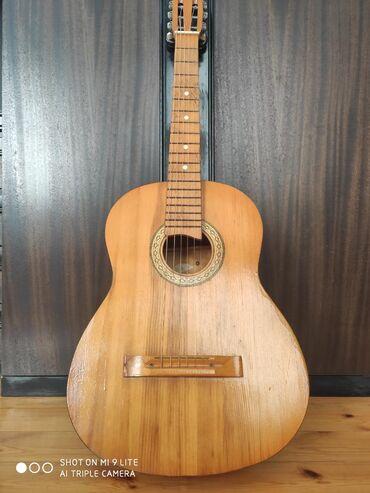 1989 cu il Sovet istehsalı antik klassik gitar, saz vəziyyətdədir heç