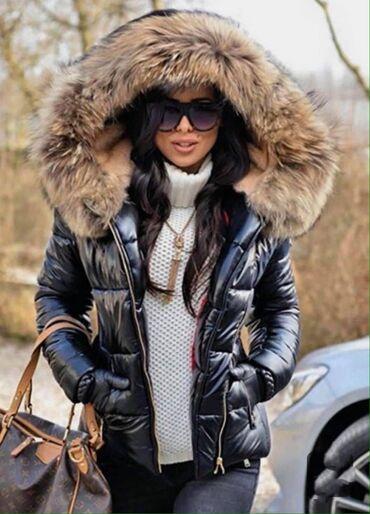Topla jakna sa krznom na kapuljači,ne probija vetar i kišu.punjena vun