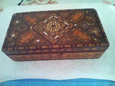 skatulka - Azərbaycan: Skatulka - taxtadan. Ustu bezekli. Yaxsi veziyyetdedir