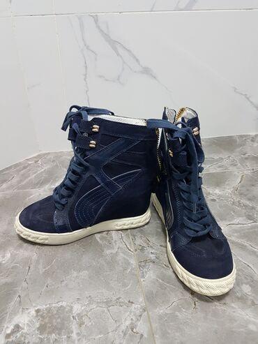 женские кроссовки сникерсы в Кыргызстан: Продаю женскую обувь(сникерсы) Качество отличное! Состояние отличное!