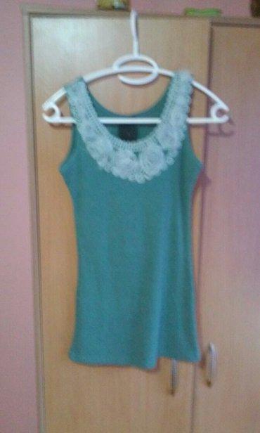 Majica zelena - Srbija: Preslatka zelena pamucna majica,sa savrsenim detaljima