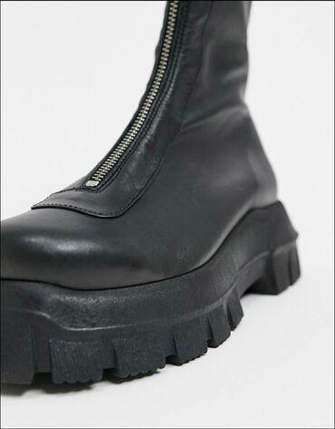 Женские ботинки из 100% кожи с ультрамодной рифленой подошвой. Размер