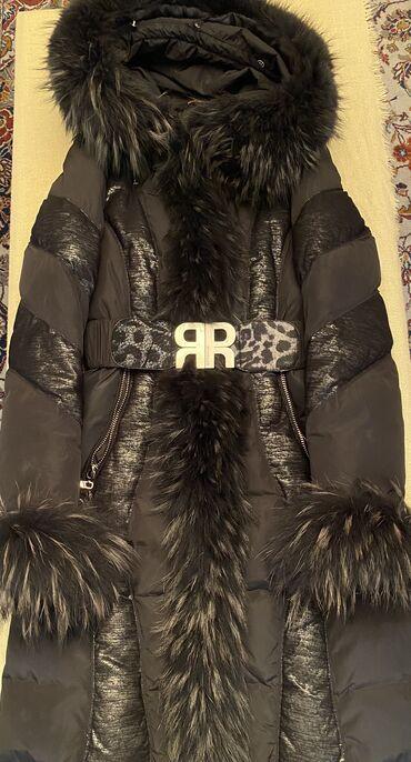 Royal Cat jakna vel. S/M Krzno ima na kapuljaci, rukavima i duž celog