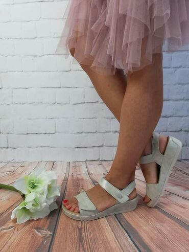 Nove sandale sa etiketom, preudobne, podesivi kaisici, bele sa