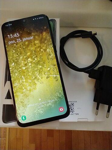 Samsung A40 duo, 4/64, u garanciji jos godinu dana, brzi punjc