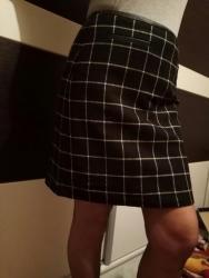Prelepa kratka suknja . Sa dodatkom koze na pojasu i dzepovima. Veoma