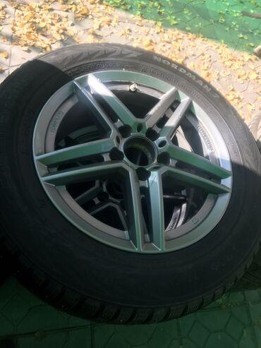 шины 205 65 r16 в Кыргызстан: Диски r16 Mercedes-Benz ( состояние новых ) made in Germany Зимние шип