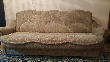 Диван и два кресла с чехлами, диван раскалывается, есть место для