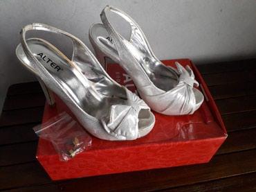 Srebrne sandale na štiklu sa mašnom, dobro očuvane, obuvene jednom - Lazarevac