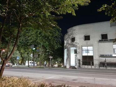 Здания - Кыргызстан: Сдаётся здание на углу М.Гвардия - Токтогула. Здание введено в