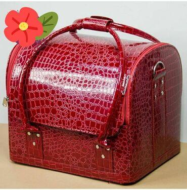 Продаётся бьюти-кейс (чемодан) для визажистов и маникюрщицПочти новое