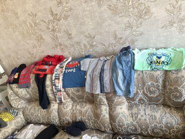 Вещи хорошего качества на мальчика: пижамафутболка и штаны комплект