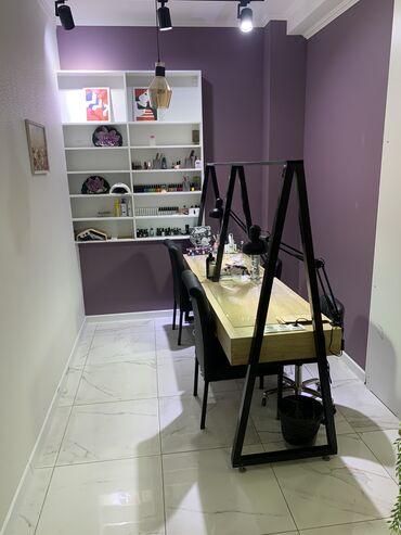 Стол в аренду - Кыргызстан: Сдаём в аренду срочно 2 маникюрных стола и одно педикюрное кресло в у