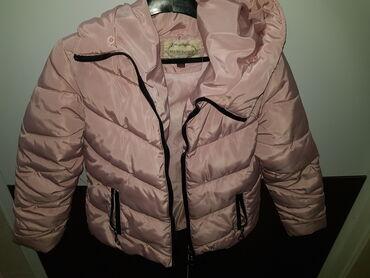Jakna s - Srbija: Prelepa roze jakna, ne propušta ni vetar ni kišu, mnogo je topla. Nema