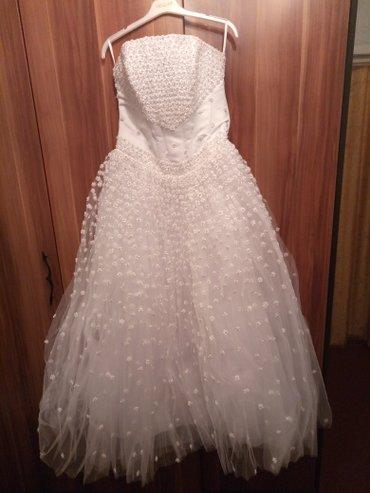 Продаю свадебное платье белого цвета. На рост до 165 см. Размер 42-46 в Бишкек