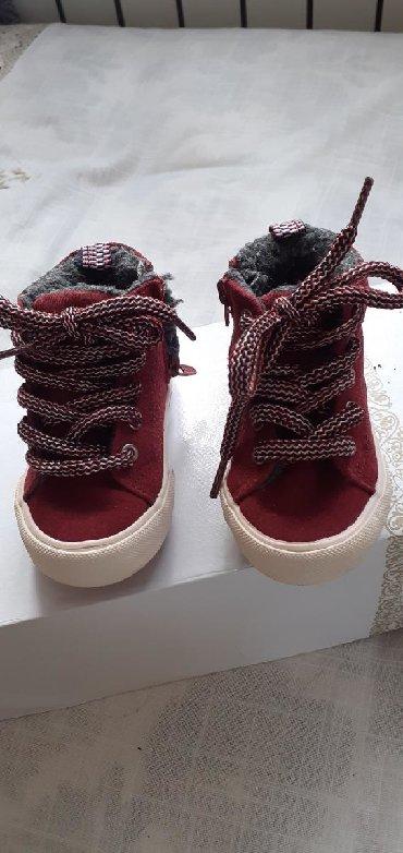детские теплые тапочки в Азербайджан: ZARA ботиночка замшевые теплые на замочки,как новые б/у,цвет