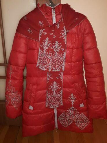 Куртки - Кыргызстан: Продаю детский пуховик с ШАРФОМ на девочку 12-14 лет