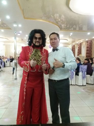 Тамада, алып баруучу, конферансье. в Бишкек