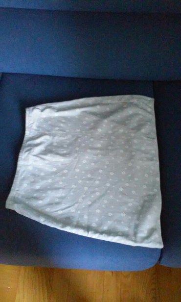 Personalni proizvodi | Vrnjacka Banja: Siva suknjica sa elastinom,dezen sa belim cveticima,velicina m