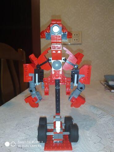 leqo - Azərbaycan: Salam bu leqo robotdur qolu əli ayağı başı tərpənir biz onu 30 AZN