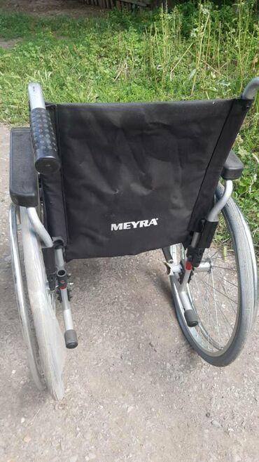 Продаю Удобное и функциональное механическое кресло-коляскау которая