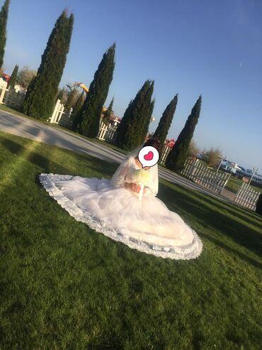 Женская одежда в Чолпон-Ата: Продаю свадебные платья состояние дбдб