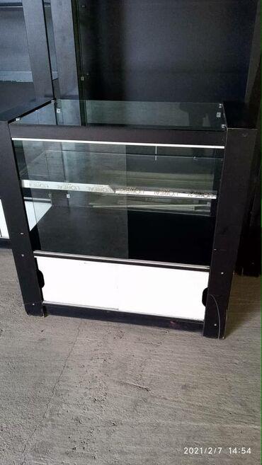 Срочно продаю витрины, 4 штуки больших и 2 штуки маленькие, состояние