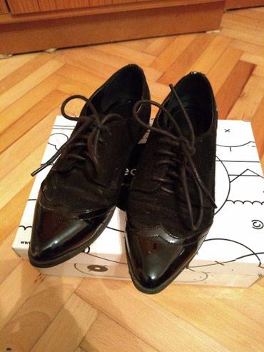 Ženska obuća | Srbija: Kožne cipelice, od prevrnute kože, prednji i zadnji deo je lakiranje