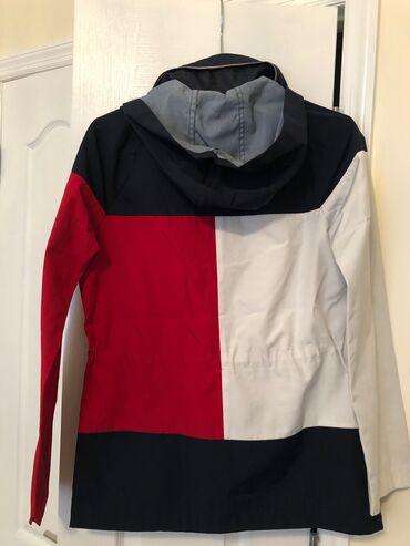 tommy hilfiger бишкек in Кыргызстан | СПОРТТУК БУТ КИЙИМ: Куртка - Tommy Hilfiger waterproof/windbreaker womens jacket with